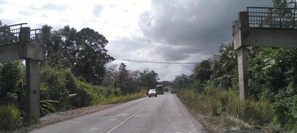 En Pocora de Guácimo se colocará una estructura metálica provisional, mientras se construye el puente definitivo. Foto cortesía MOPT.