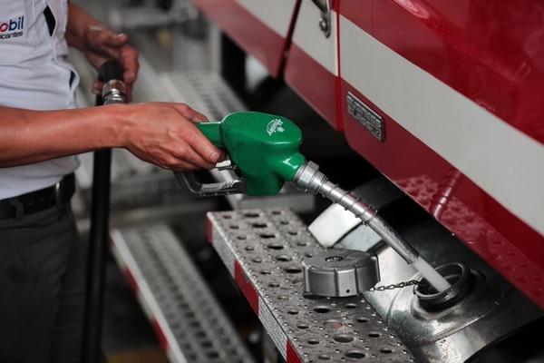 La gasolina viene bajando de a poquito, pero al menos baja. Foto Alonso Tenorio