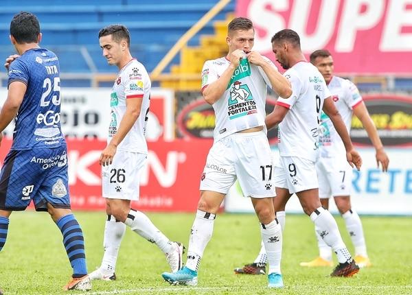 Carlos Mora fue de los jugadores que entró de última hora en Alajuelense. Fotografía: John Durán