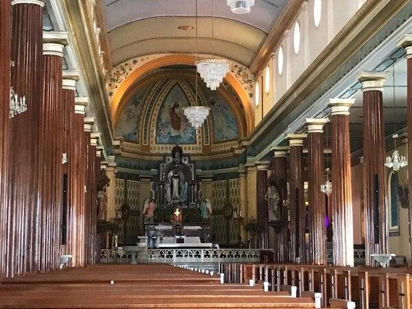 Así lucía la iglesia después de que trascendió la noticia de la detención del cura. Foto: Silvia Coto