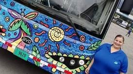 """Conductora de autobús: """"Los buses eléctricos jamás lo dejarían a uno tirado, son una belleza"""""""
