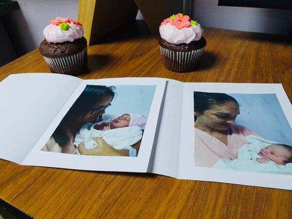 El primer recuerdo de sus bebitos recibieron las mamitas brumosas en el hospital Max Peralta. Foto: Cortesía