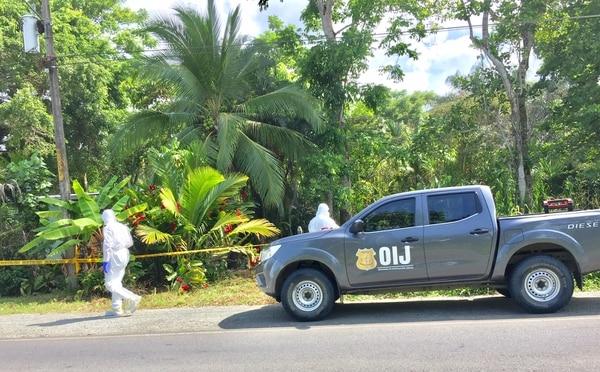 La jovencita murió luego de recibir tres balazos, uno de estos en el pecho. Foto Raúl Cascante.