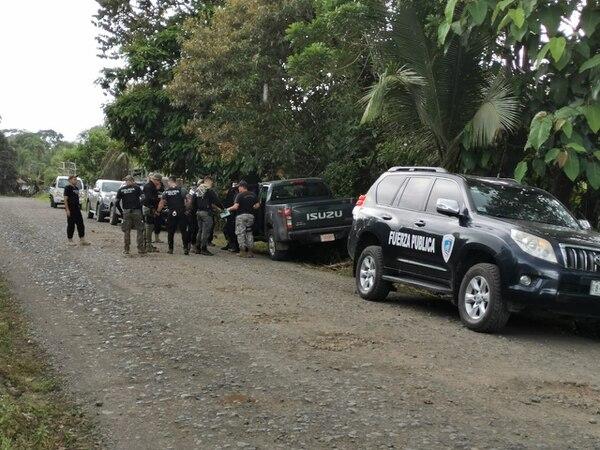 La Policía y el OIJ mantiene un amplio en la zona. Foto: Reiner Montero