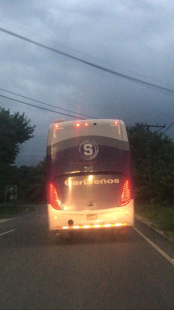 El bus de Saprissa regresó de la península de Jicaral sin placas. Foto: Cortesía