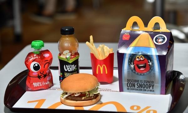 La Cajita Feliz de McDonald's ahora viene con opciones más saludables para los pequeñitos de la casa. Foto Jorge Castillo.
