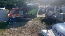 Repartidor de helados muere al ser golpeado por bus que se quedó sin frenos