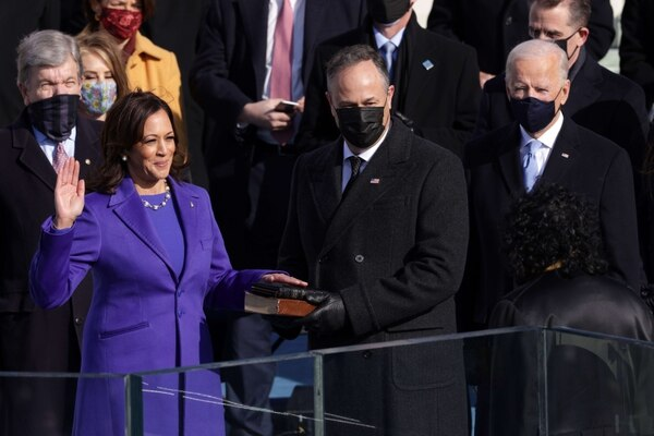Kamala Harris fue juramentada por la jueza Sonia Sotomayor. AFP