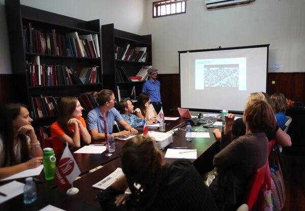 De acuerdo con los encargados del curso, los ticos se están interesando en aprender este idioma. Foto: Graciela Solís.