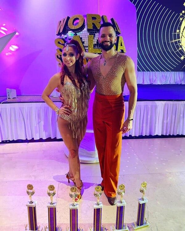 Lucía Jiménez y su compañero Franklin Liranzo arrasaron en la pista. Facebook.