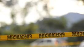 Encuentran a hombre asesinado dentro de su carro