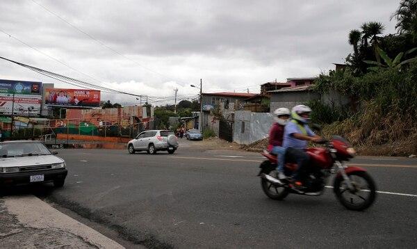 El accidente ocurrió en la cuesta de Barrio Cuba, los vecinos aseguran que ahí los choques son constantes. Foto: Mayela López