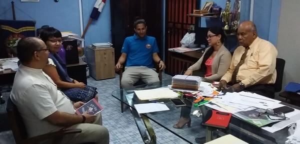 Profesores del colegio Rincón Grande consideran que los más afectados serán los estudiantes. Foto: Bryan Castillo.