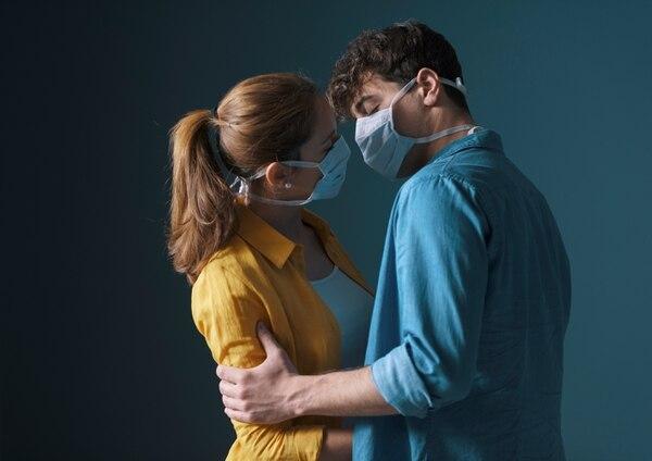 Ahora hay que tener mucho cuidado a la hora de conocer a alguien y tener sexo. Foto Shutterstock