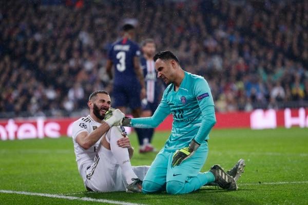 No aguantó nada, aunque Karim le metió dos golcitos. (AP Photo/Manu Fernandez)