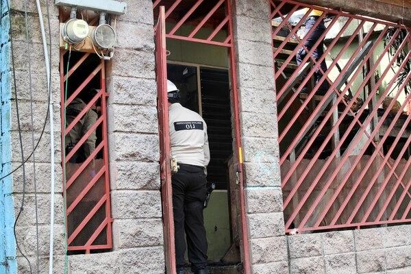 Víctor Calvo, papá de María José regresó a la casa donde murió su hija y encontró ropa del sospechosos. Foto Alonso Tenorio