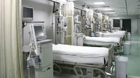 Cuatro hospitales se quedan sin camas UCI para pacientes críticos