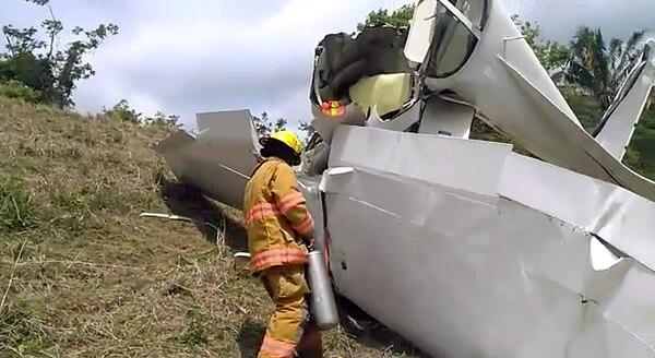 La nave cayó en un potrero. Captura de video Alvaro Duarte