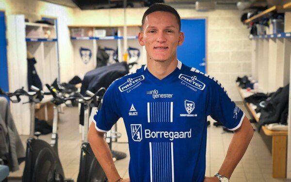 Wilmer Azofeifa presentado este domingo como nuevo jugador del Sarspsborg08 de Noruega. Foto Sarspsborg08