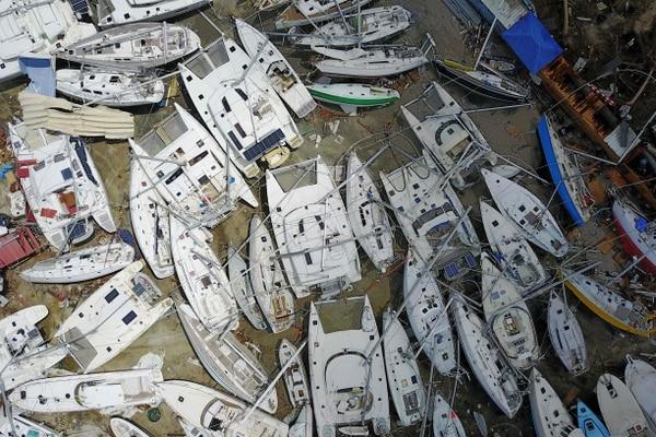 Los botes de pescadores y de turismo están entre lo que se debe recuperar. AFP