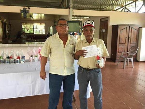 Don José se graduó del curso de Cultivo de hortalizas en el INA. Foto: Cortesía Maritza Flores