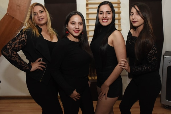 Clásicos de la salsa y el merengue es la base de su repertorio por ahora pues la idea es grabar temas originales. Foto: Carlos González