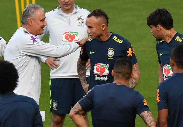 Tite le echará mano a todo lo que tenga, entre ellos Everton. (Photo by NELSON ALMEIDA / AFP)