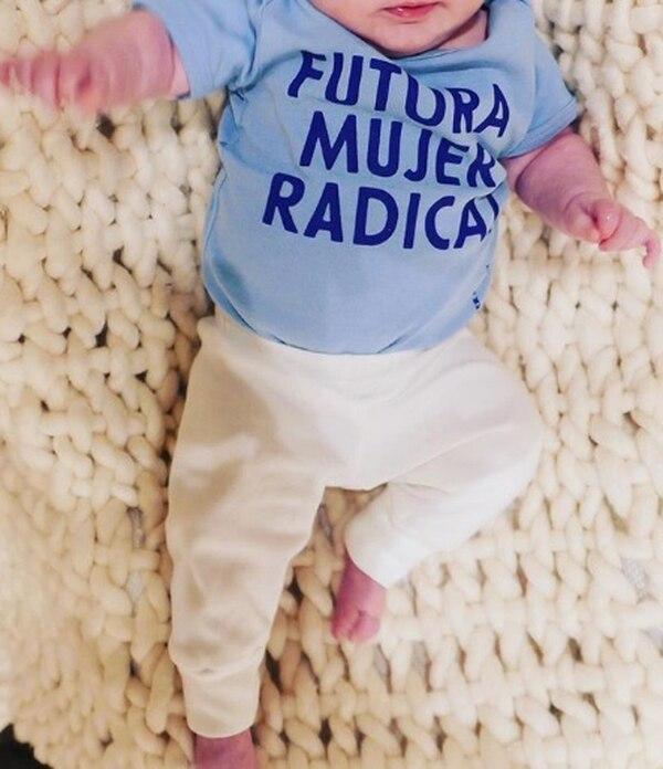Ricky solo ha compartido fotos de la pequeña sin que se le vea la carita. Instagram.