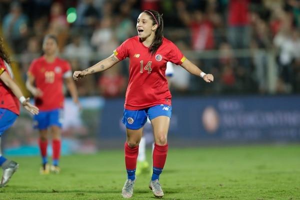 En la selección nacional, Priscilla ha demostrado con creces que no le pesa la camiseta. Fotografía José Cordero