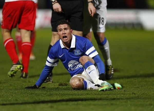 Oviedo se quebró tibia y peroné un 25 de enero de 2014, cuando jugaba para el Everton, en un partido de la Copa FA. No se recuperó a tiempo para Brasil 2014. Foto: Sportimage/ Archivo.
