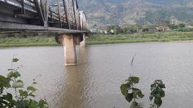 Trabajador intentó desenredar cable que quedó en medio del río Térraba y murió ahogado