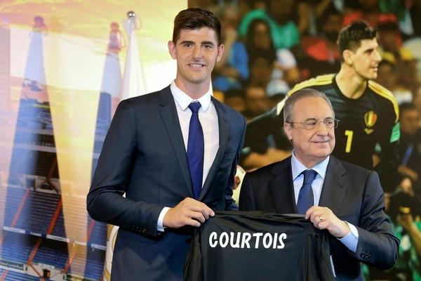 Es evidente que el portero predilecto de Florentino es Courtois. (AP Photo/Andrea Comas)
