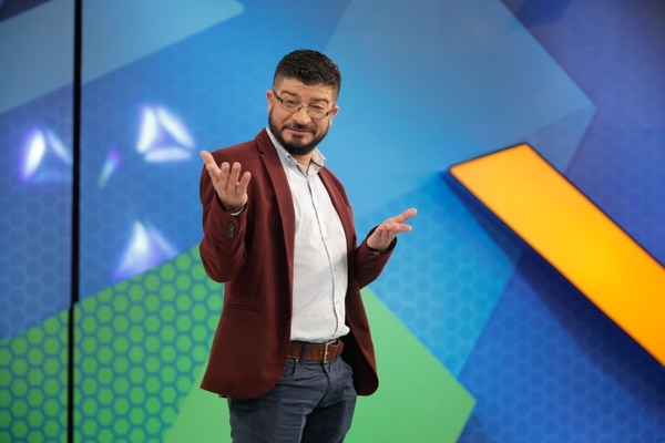 El presentador se dio a conocer en otros programas como El Chinamo, 7 Estrellas, A toda máquina, que son de canal 7.