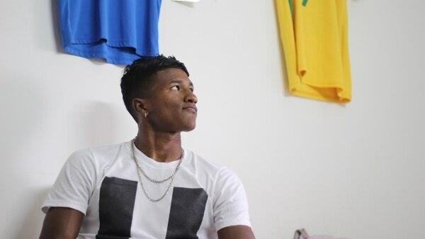 En su casa en Nicaragua, Jasón tiene camisetas que le recuerdan su recorrido. Foto: Abimel Acebedo/Futbolnica