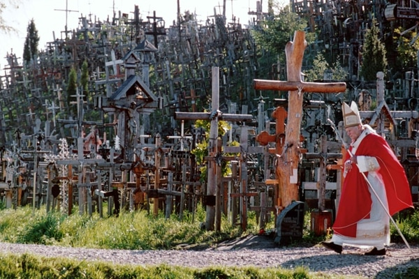 (FILES) In this file photo taken on September 07, 1993 Pope John Paul II walks past the Hill of Crosses, one of the most famous places of pilgrimage for Lithuanian catholics, near the city of Siauliai in Lithuania. - Pope Francis will kick off a Baltic tour in Lithuania on September 22, 2018, to find the eastern EU nations dramatically transformed since the last papal visit a quarter century ago, as he battles a string of clerical child abuse scandals. (Photo by Mladen ANTONOV / AFP)