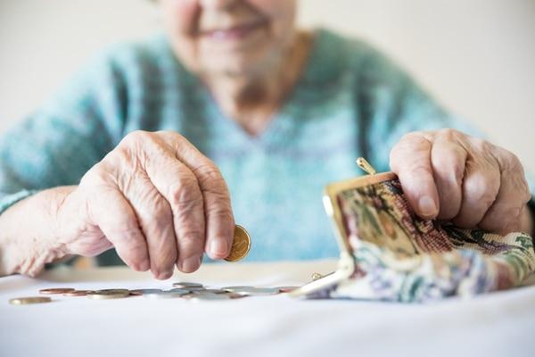 Los pensionados de la Caja tendrán su platica el próximo martes 30 de marzo. Foto Shutterstock.