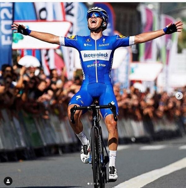 El ciclista al llegar a la meta en San Sebastián. Tomado de Instagram.