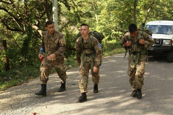 Los oficiales terminaron agotados de las competencias, ya que muchas cosas tenían que hacerlas con un pesado equipo al hombro. Foto: MSP.