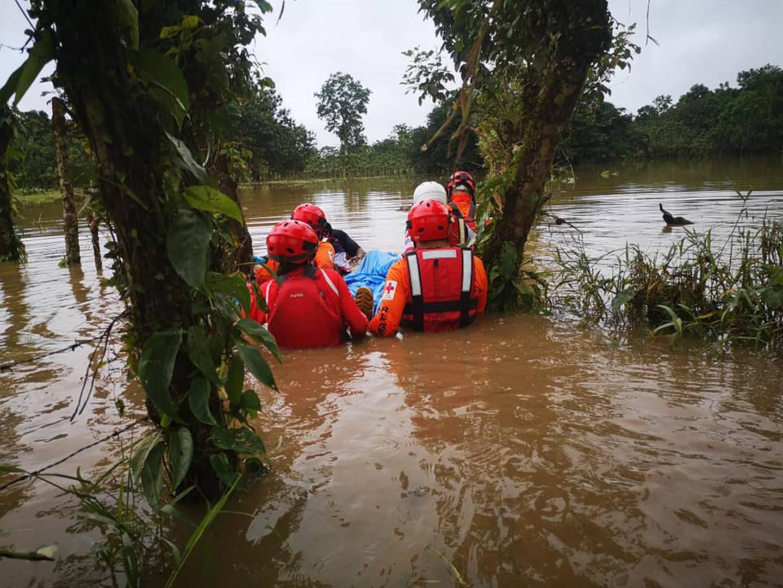 Agricultor y señora de 71 años que trataron de salvar ganado de inundaciones serían las primeras víctimas mortales de las lluvias