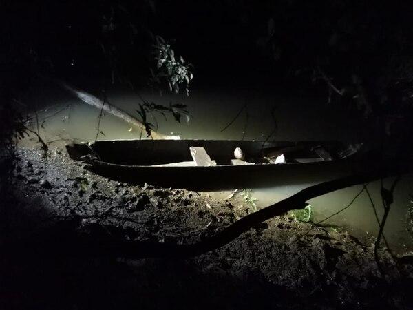 En esta panga el hombre trasladó al nicaragüense a suelo tico.