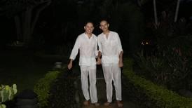 Kenneth y Benjamín se echaron al agua después de su boda