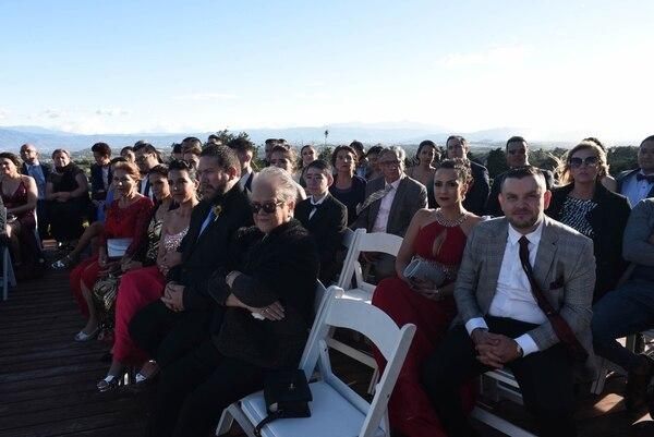 Familiares y amigos acompañaron a los enamorados en este importante día. Foto: Carlos González