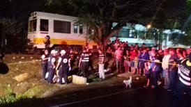 Por escapar del tren un hombre muere al caer a la orilla de río en Alajuela