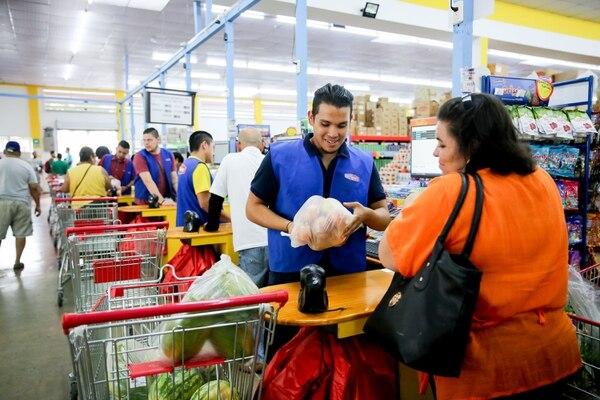 El nuevo supermercado chino, Avenida 10, tiene variedad de precios y productos para todos los gustos. Foto Marcela Bertozzi