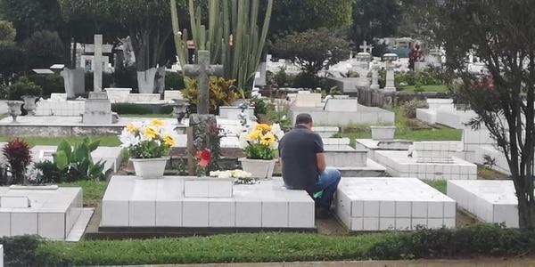 Hasta los cementerios restringen la entrada de personas para evitar contagios. Foto: Rafael Pacheco.