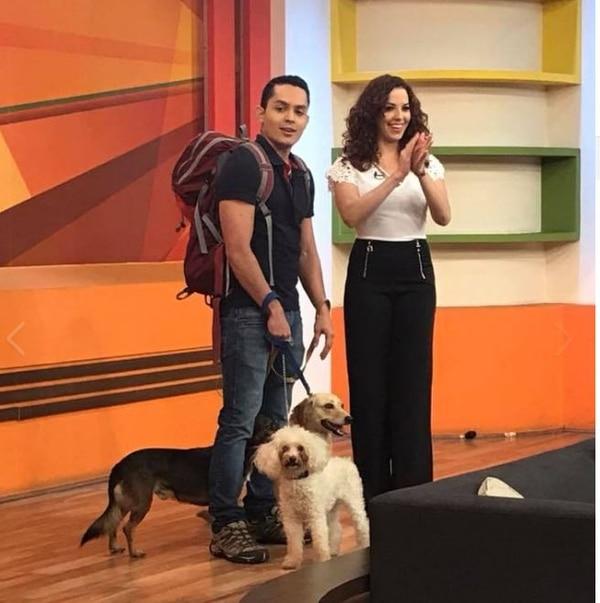 Diego es amante de los perros y cuando puede los lleva al programa de Repretel. Cortesía