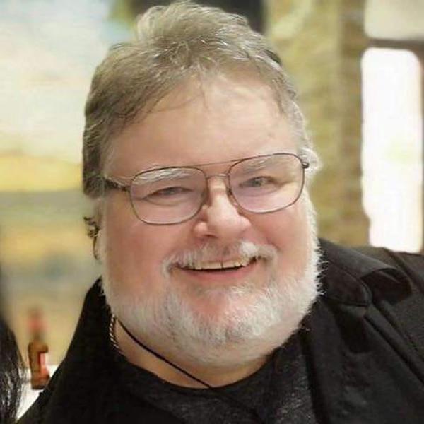 A Chris McKinnell, heredero del museo de Los Warren, le obsequiarán a Claribel. Foto: Cortesía