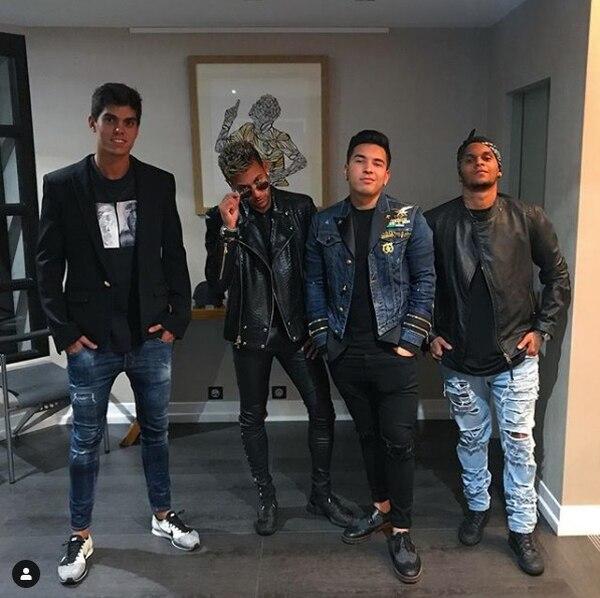 Neymar le paga a sus amigos para que les haga compañía. Foto: Diario AS