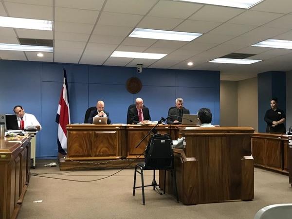 El agente contó ante los jueces como hizo los análisis a las muestras. Foto: Rocío Sandí.