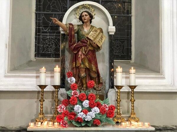 La imagen de san Pancracio en la iglesia La Soledad, fue engalanada con un arreglo floral. Foto Cortesía